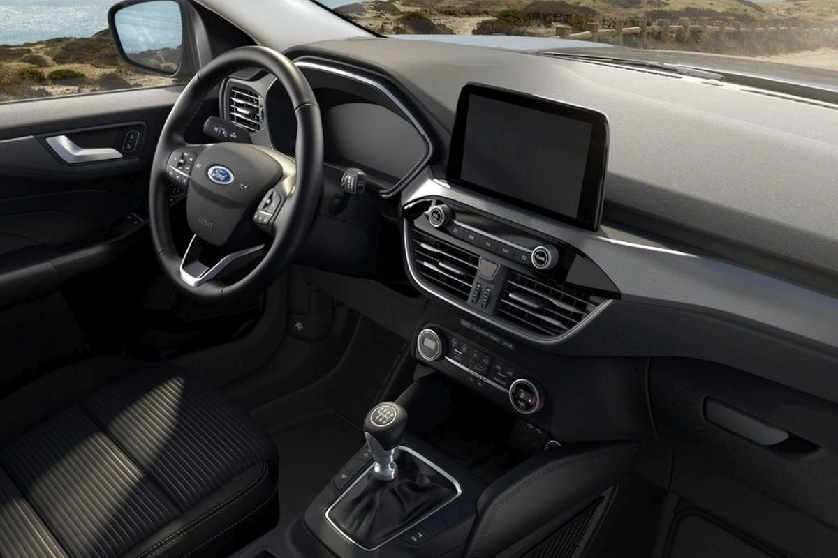 Ford Kuga Titanium wnętrze