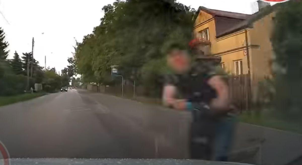 Pijany na hulajnodze wjechał w jadące auto