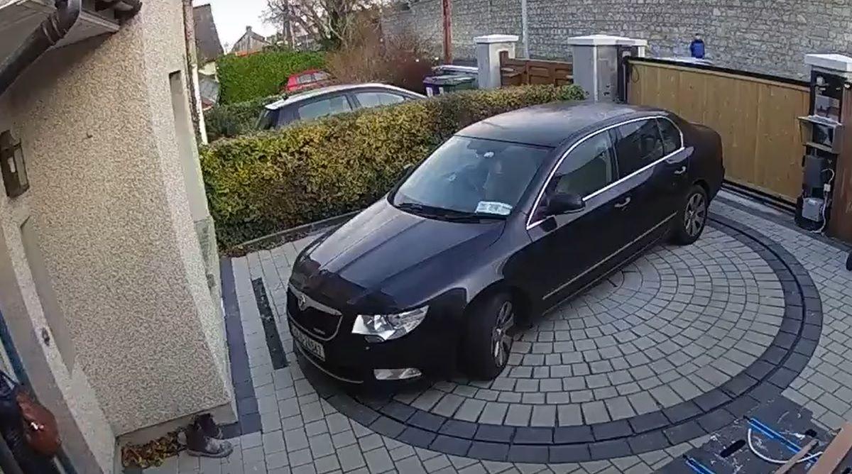 Obrotnica na podwórku - bezpieczne wyjeżdżanie autem