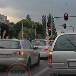 Typowy Sebix wyszedł przez okno jadącego auta