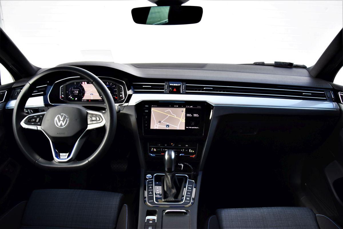 Volkswagen Passat GTE 2021 - wnętrze