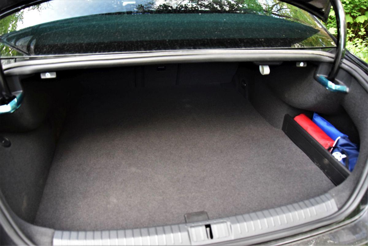 Volkswagen Passat GTE - pojemność bagażnika