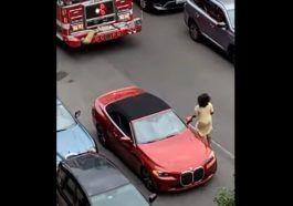 Kobieta w BMW zablokowała przejazd strażakom