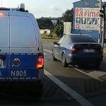Kierowca łamiący przepisy na oczach policji
