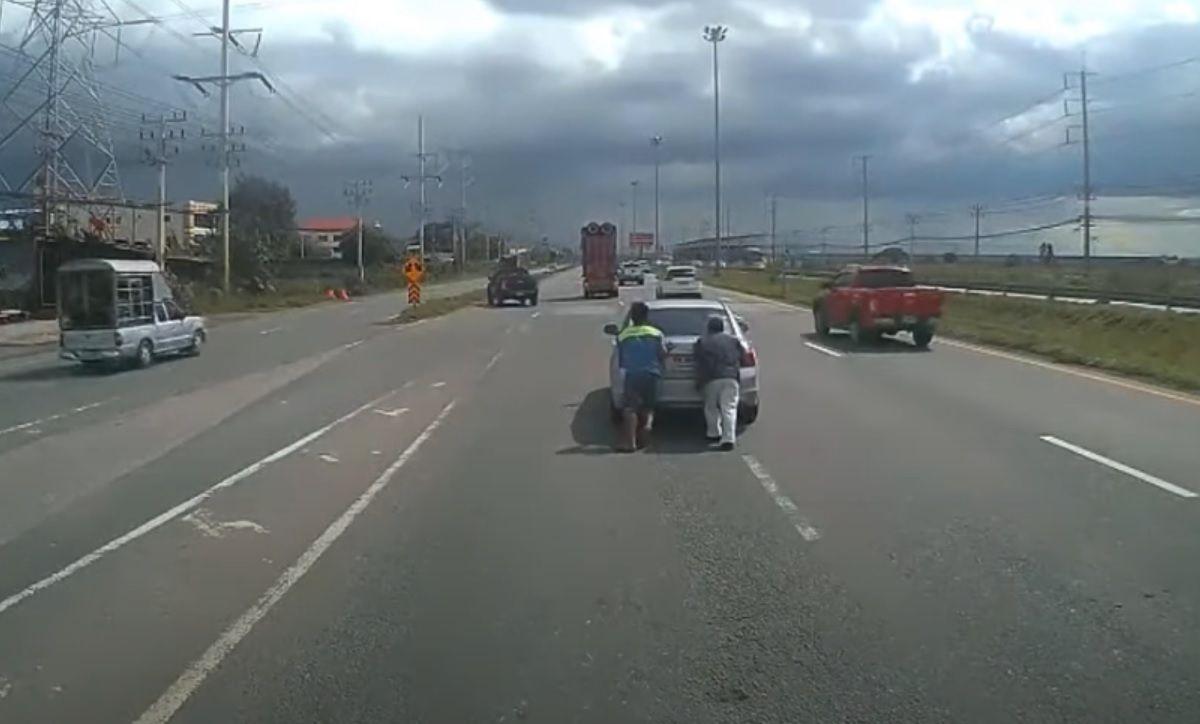 Awaria auta na środku drogi
