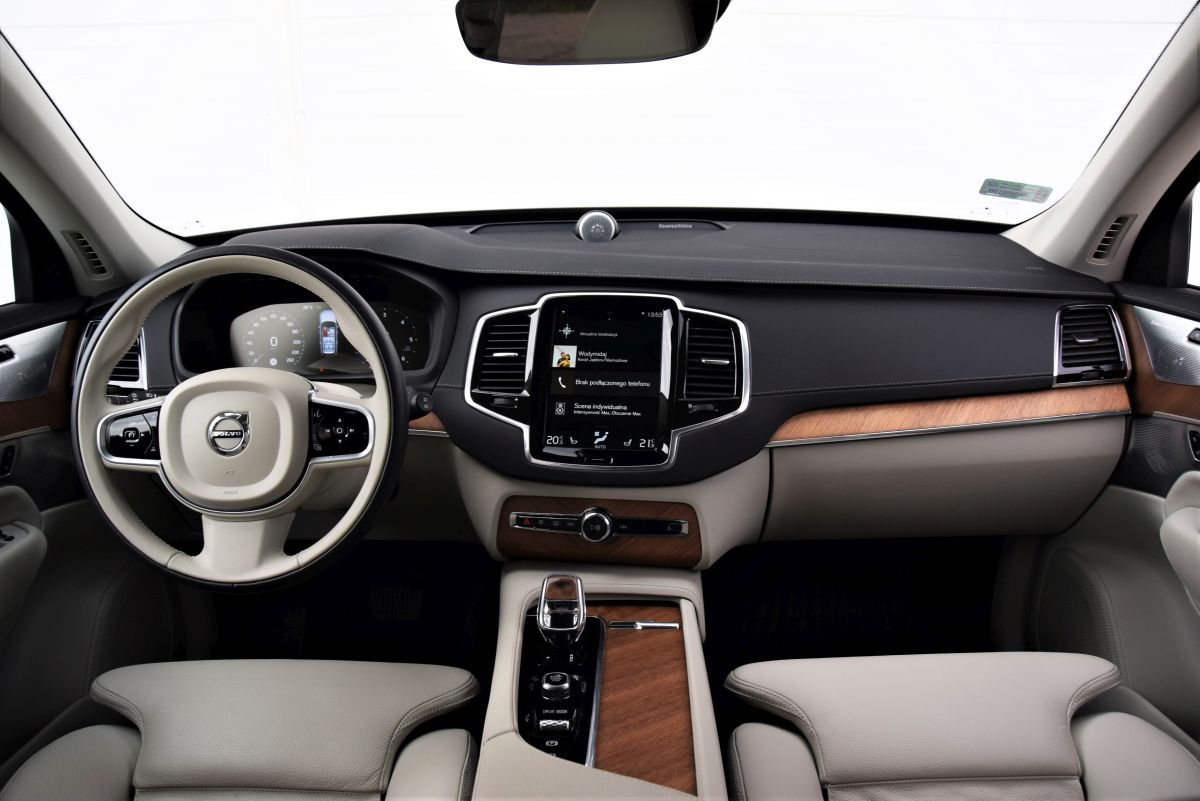 Volvo XC90 B5 - wnętrze