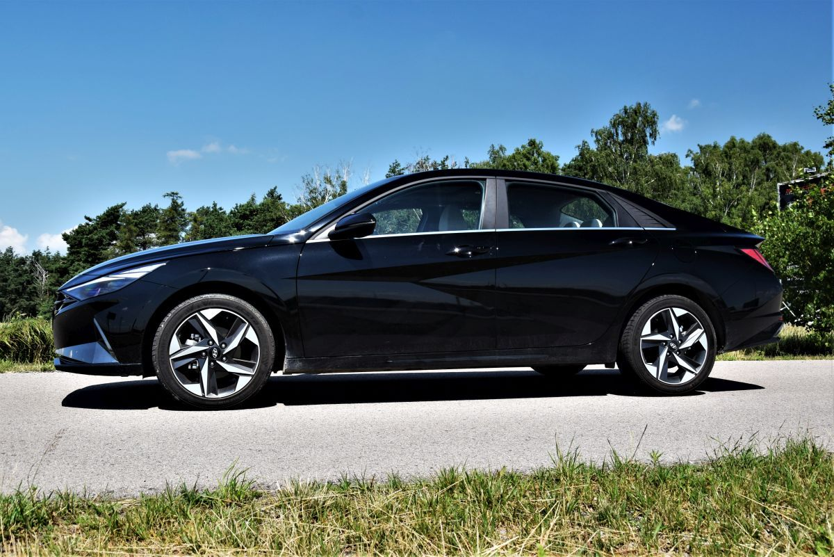 Hyundai Elantra 2021 - ile kosztuje