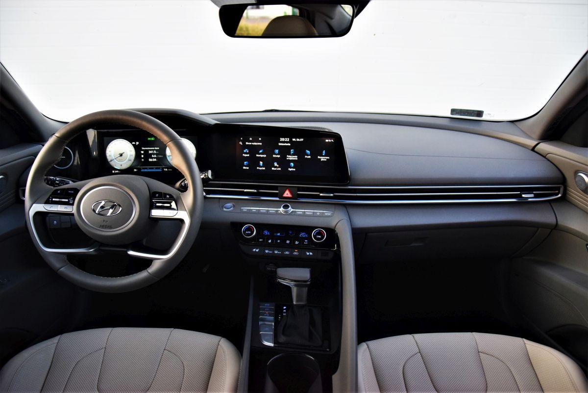 Hyundai Elantra 2021 - wnętrze