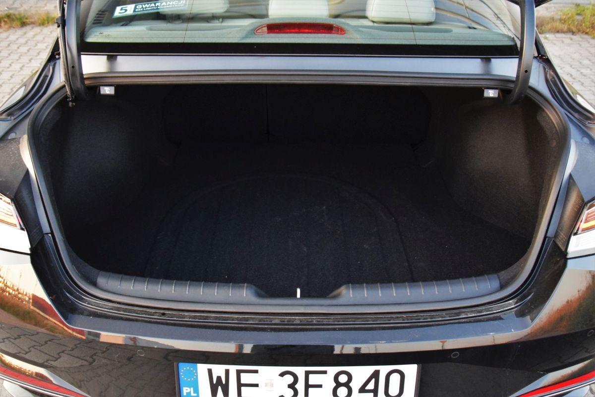 Hyundai Elantra 2021 - bagażnik