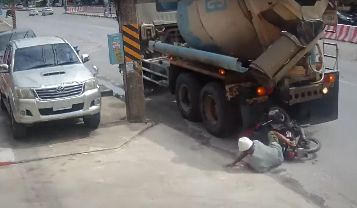 Zderzenie cofającej ciężarówki z motocyklistą
