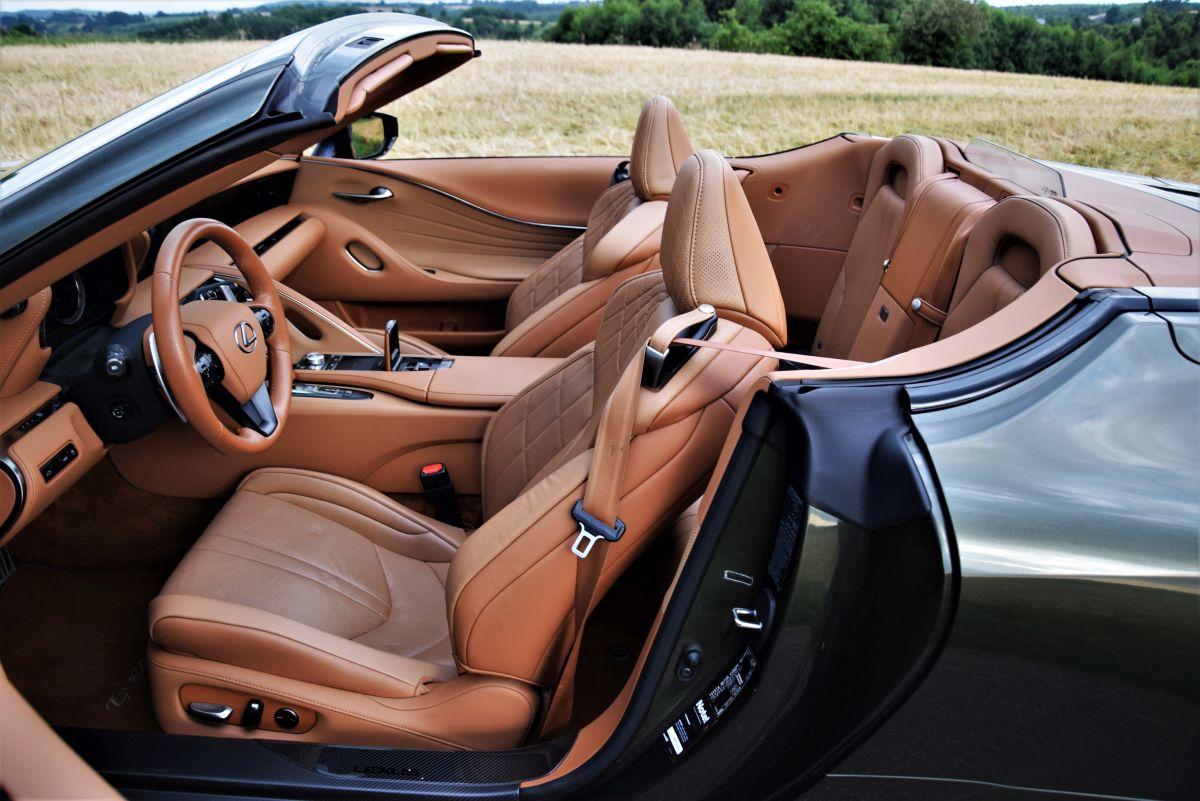 Lexus LC 500 CV - kabina