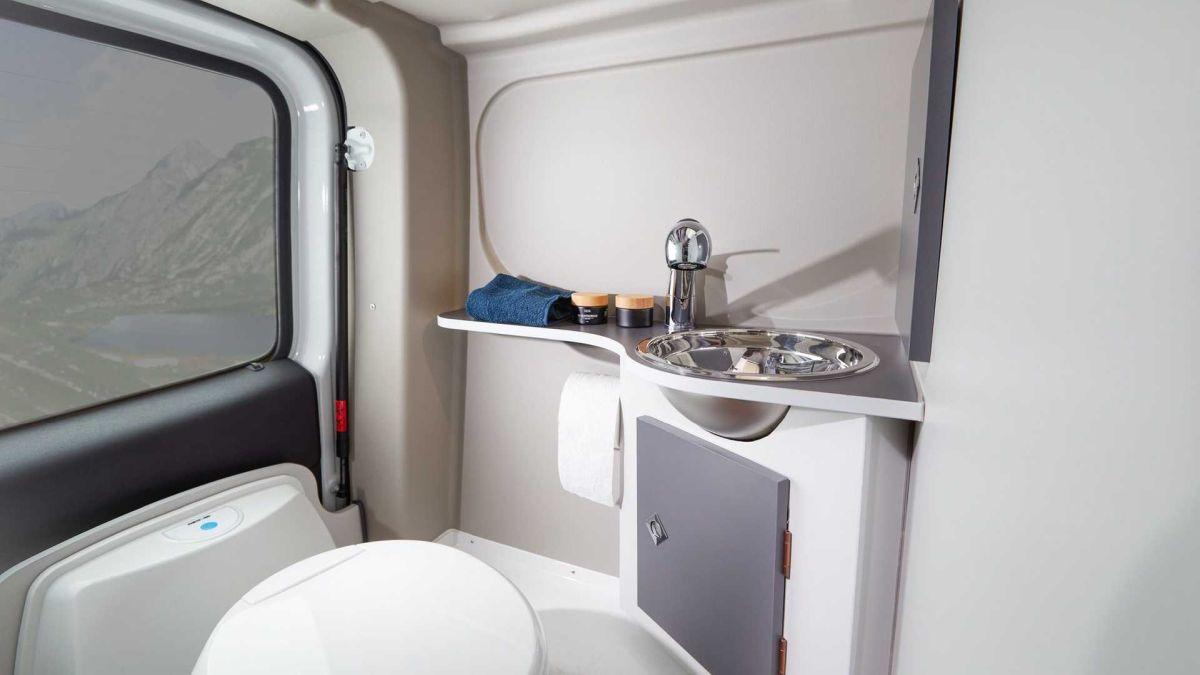 Renault Trafic Ahorn Camp - łazienka