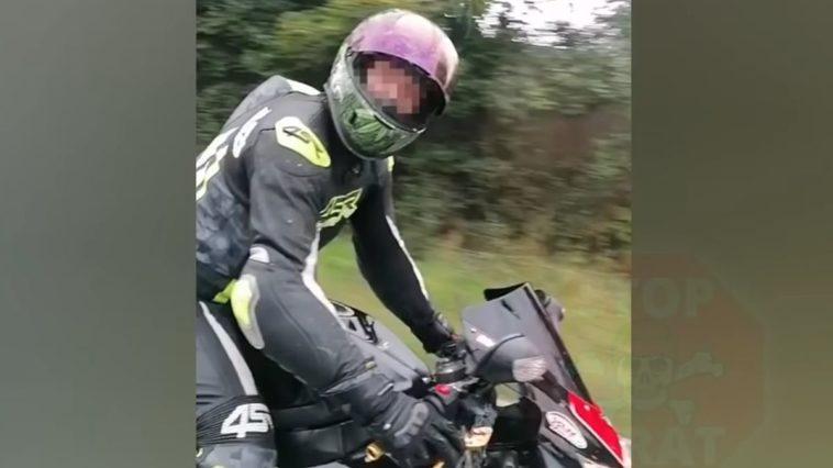Agresywny motocyklista uszkodził auto i uciekł