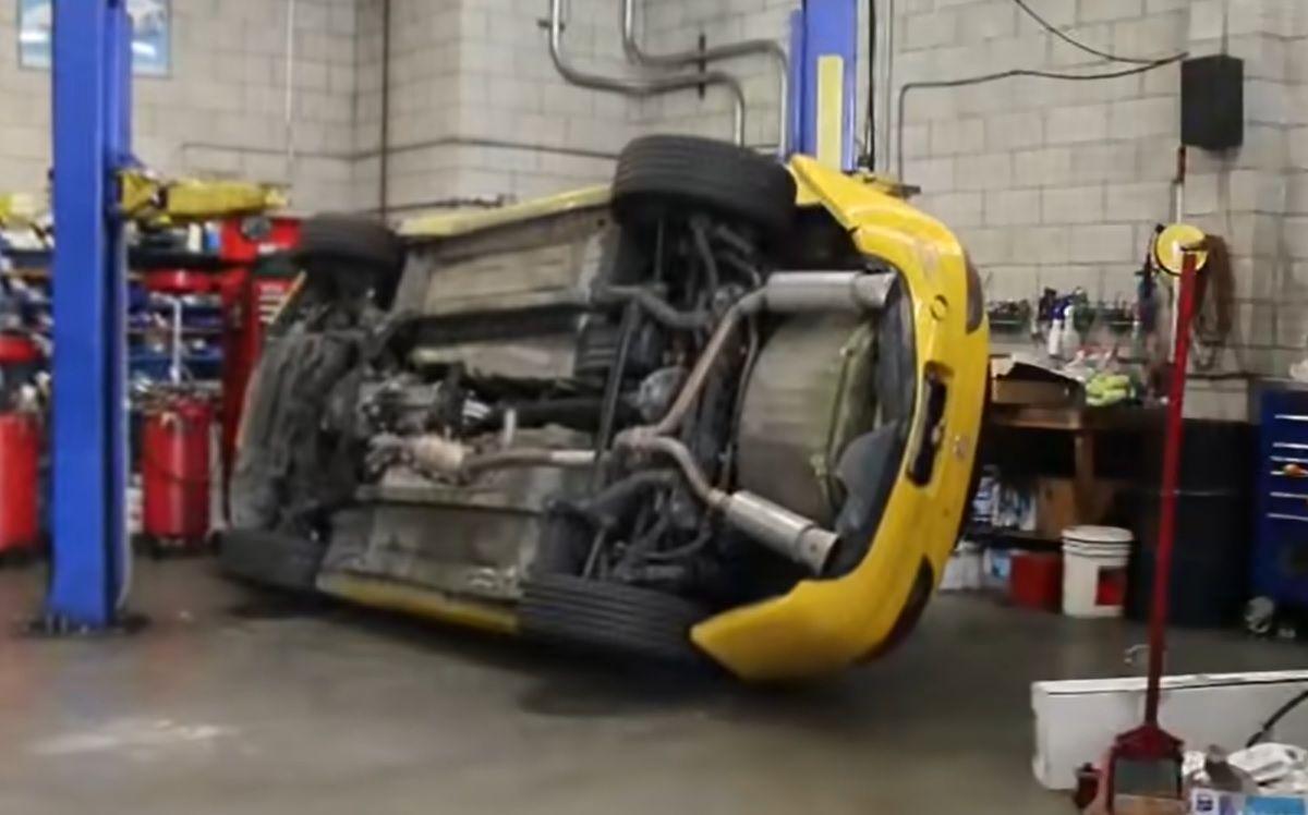 Honda S2000 spadła z podnośnika warsztatowego