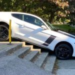 Ford Mustang na schodach