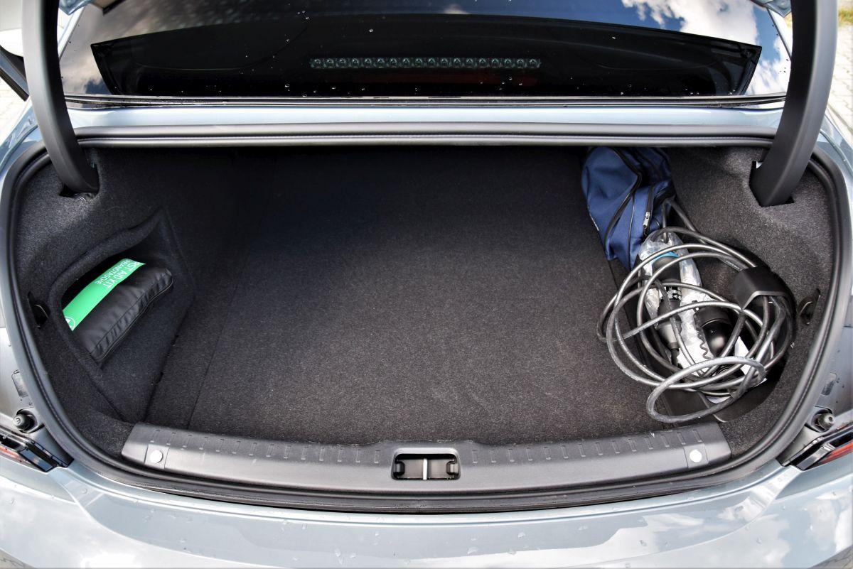 Volvo S90 T8 eAWD - bagażnik