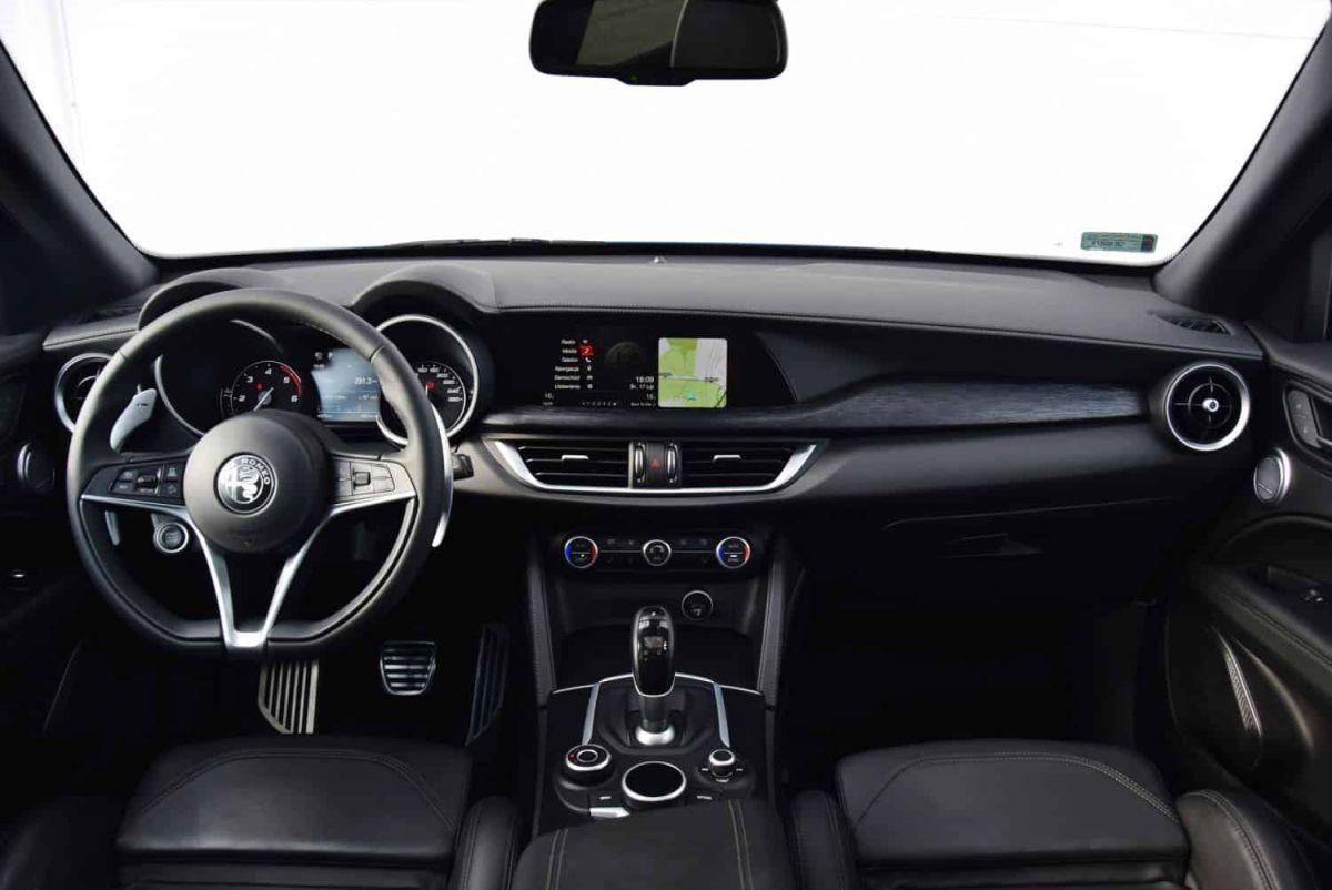 Alfa Romeo Stelvio - wnętrze
