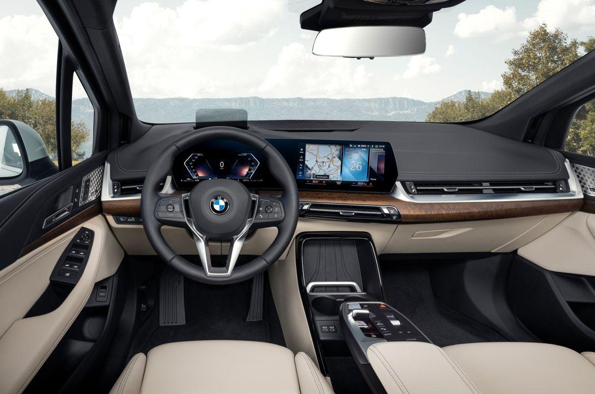 BMW Serii 2 Active Tourer 2022 wnętrze