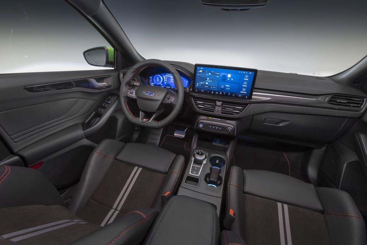 Ford Focus 2022 wnętrze