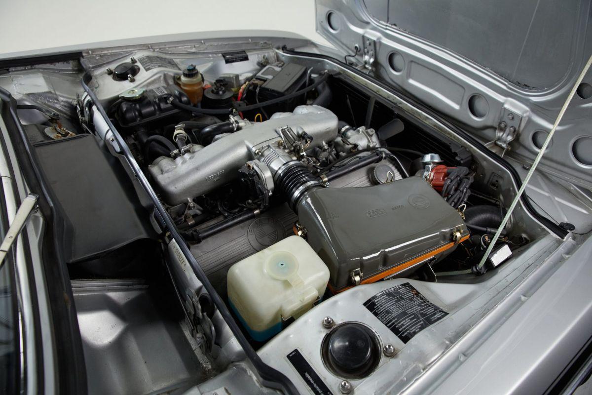 BMW 3.0 CSL - engine