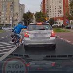 Agresywny rowerzysta