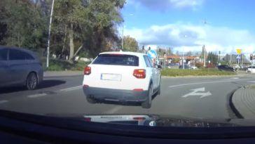 Otarcie dwóch aut przed skrzyżowaniem w Gdańsku