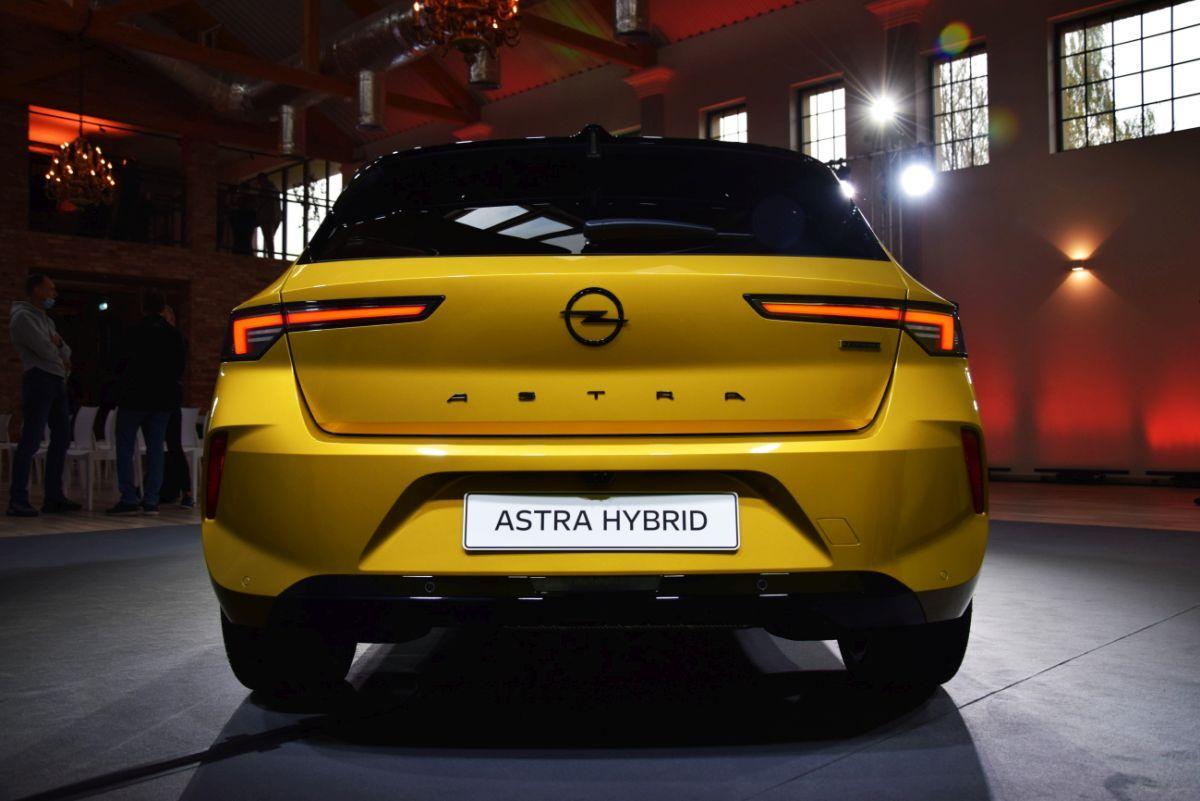Nowy Opel Astra - tył