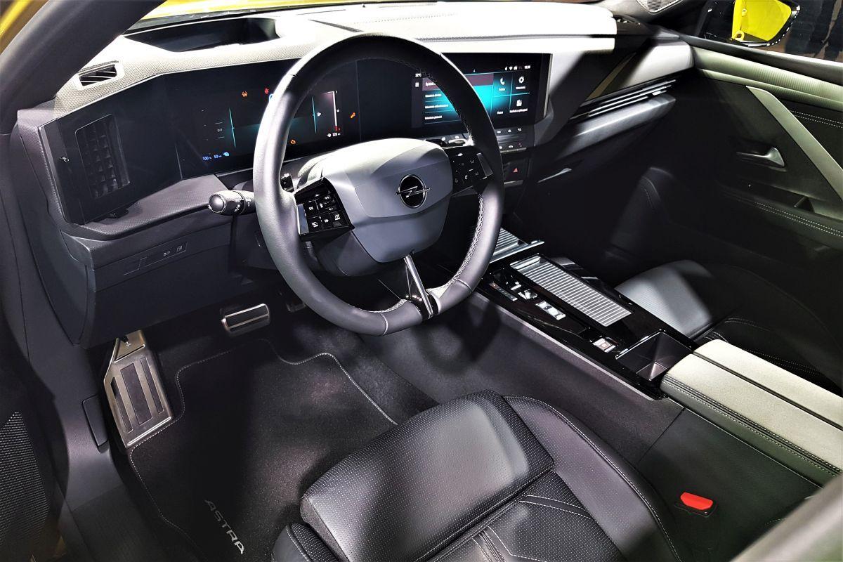 Nowy Opel Astra - wnętrze