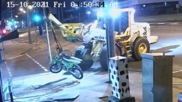 Zuchwała kradzież motocykli ładowarką